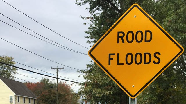 A sign that read 'rood floods' as posted on Farmington Avenue in Berlin. (WFSB)
