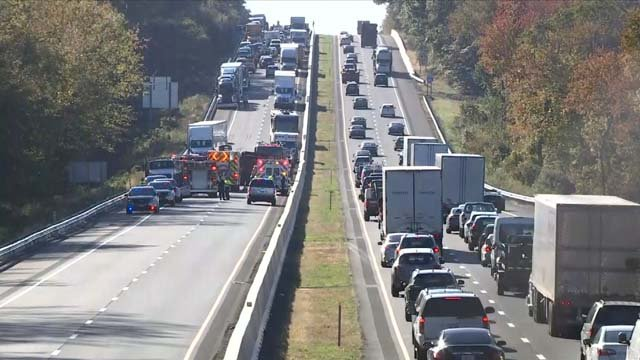 A serious crash is causing extensive delays on I-95 north in Old Lyme (WFSB)