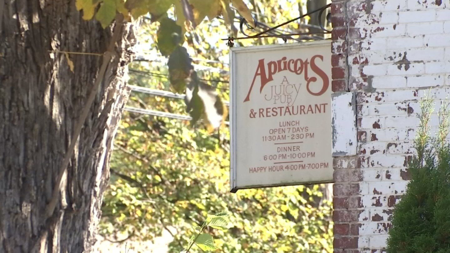 Apricot's Restaurant in Farmington abruptly closed last week, leaving customers and employees in the dark (WFSB)