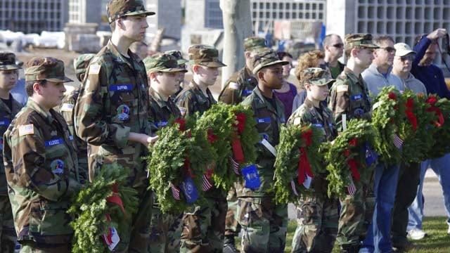 (Wreaths Across America)