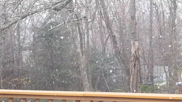 Snowflakes were flying in Torrington on Monday morning. (Sharon Ceuch/iWitness)