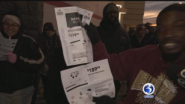 VIDEO: Crowds rush to stores for early Black Friday deals