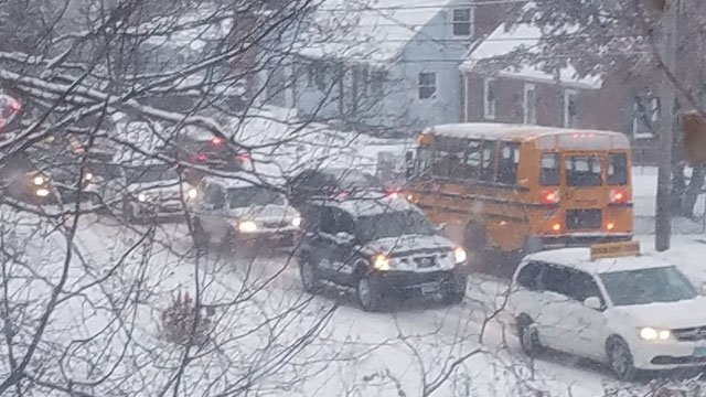 Snowy conditions led to gridlock with parents dropping their children off to school in Bristol. (Danielle Pender)