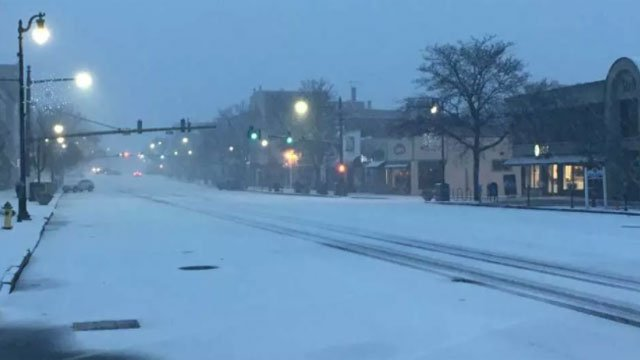 Main Street in Middletown was covered in snow this morning. (WFSB)