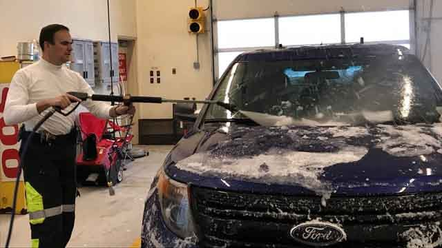 Police officers are de-icing their cruisers so they can respond to emergencies (WFSB)