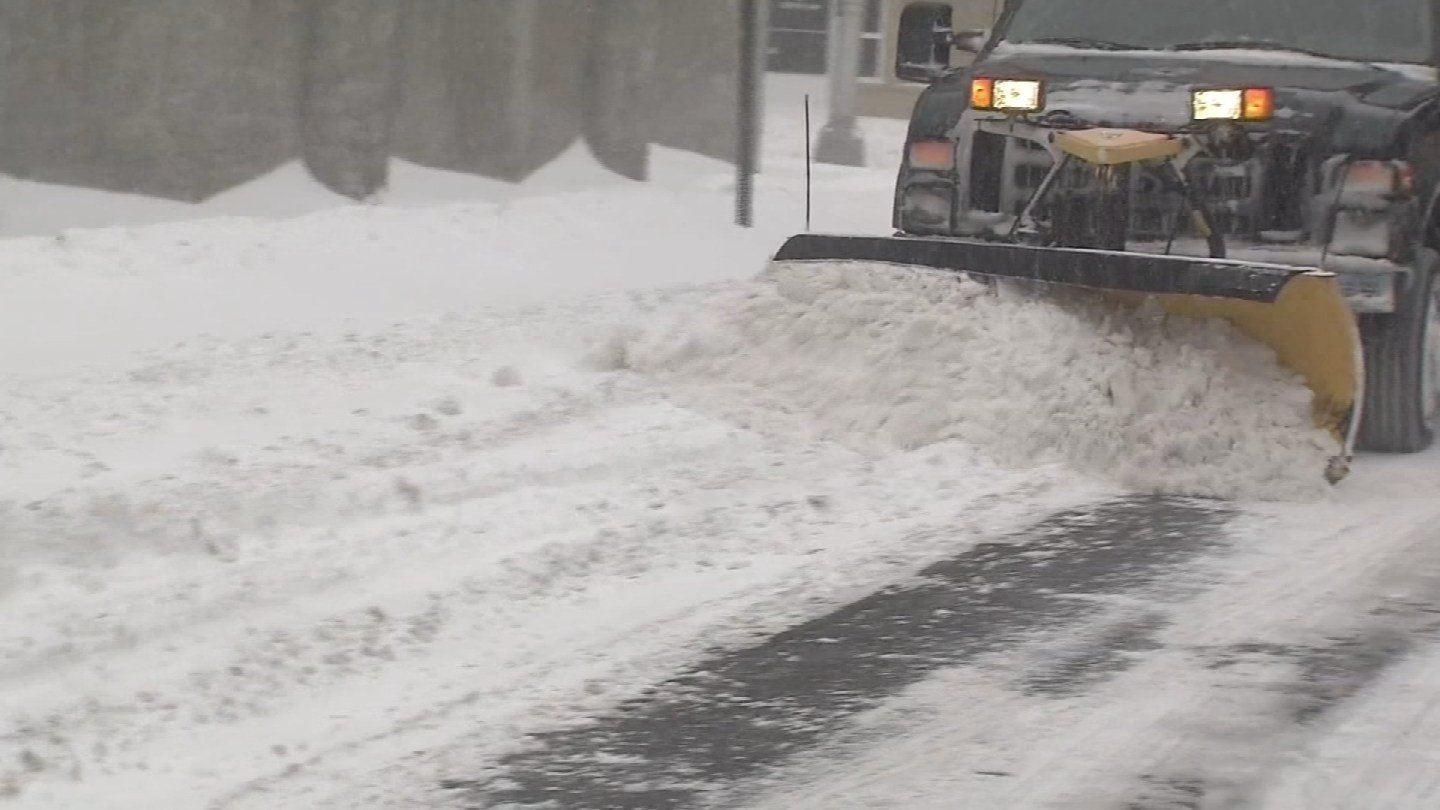 Crews work to clear snow in New Haven. (WFSB)