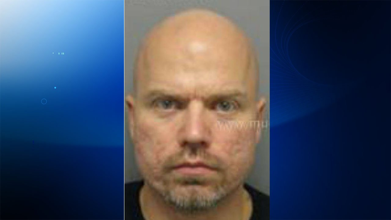 Jeffrey Stokarski is wanted for an armed robbery at a Cumberland Farms in Naugatuck, police said. (Naugatuck police)