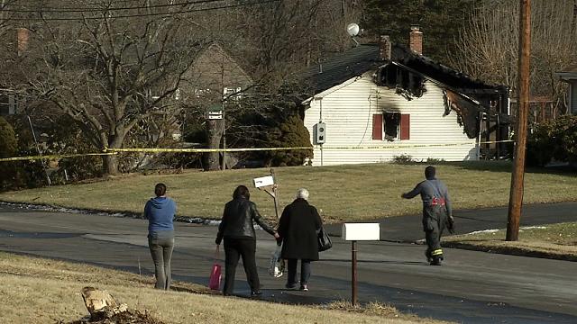 Good Samaritan rescues woman from burning home in Windsor (WFSB)