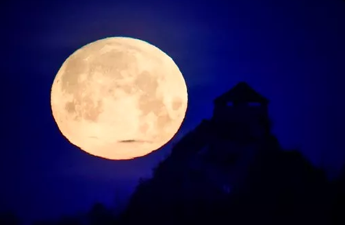 Residents wake up to Blue Blood Super and Lunar Eclipse moon (WFSB)