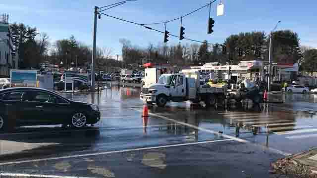 Water main break reported in West Hartford intersection (WFSB)