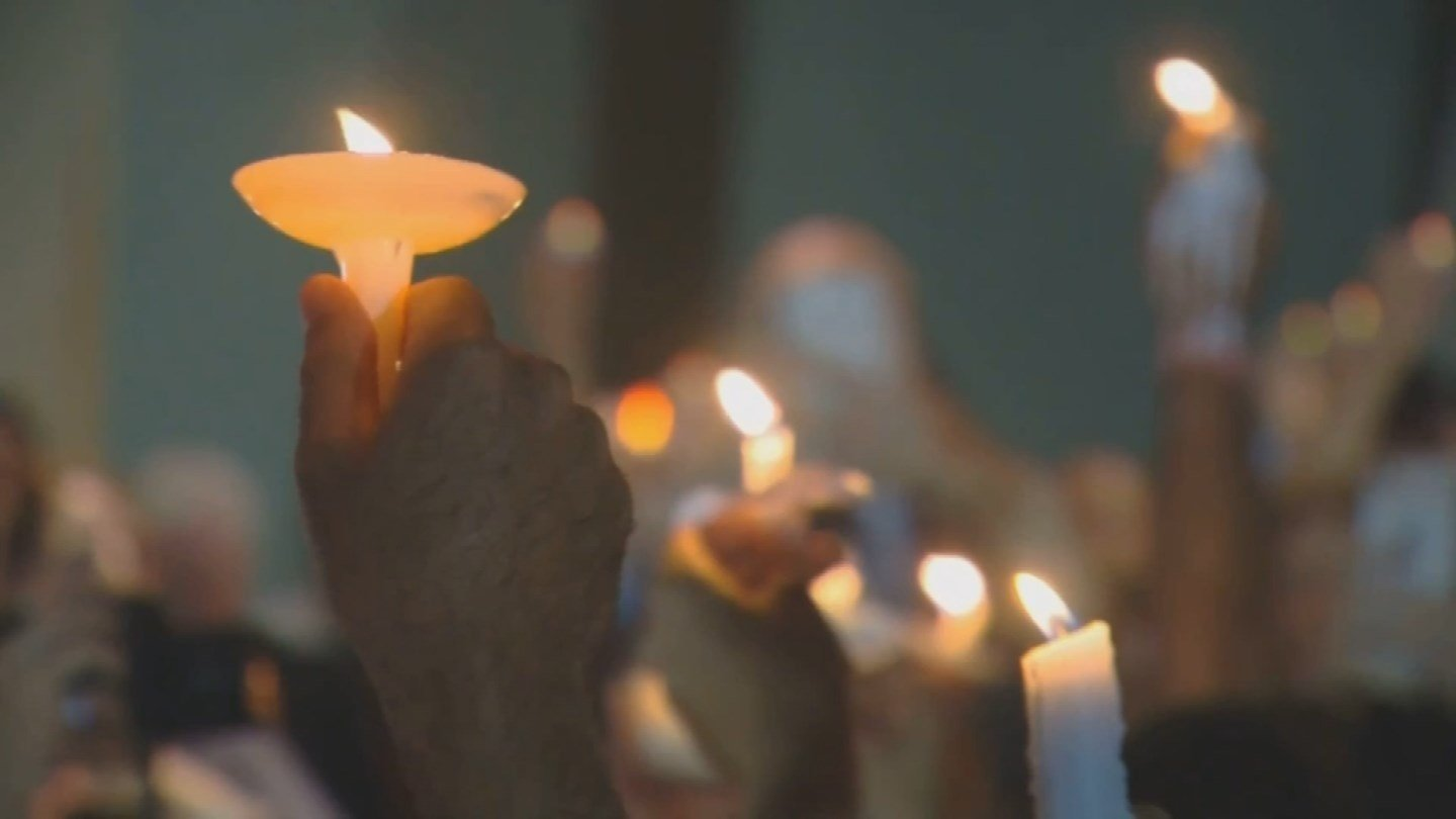 A vigil was held for the victims of the Parkland, FL shooting on Thursday night. (CBS)