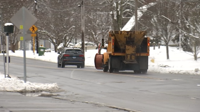 Southeastern CT cleaning up after April snow (WFSB)