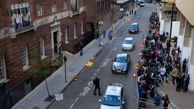 The media gathered outside of the Lindo Wing of St. Mary's Hospital ahead of the birth of The Duke and Duchess of Cambridge's third child. (@KensingtonRoyal)