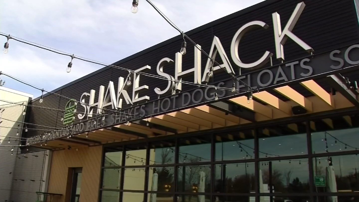 Shake Shack opened its doors in West Hartford on Friday. (WFSB)