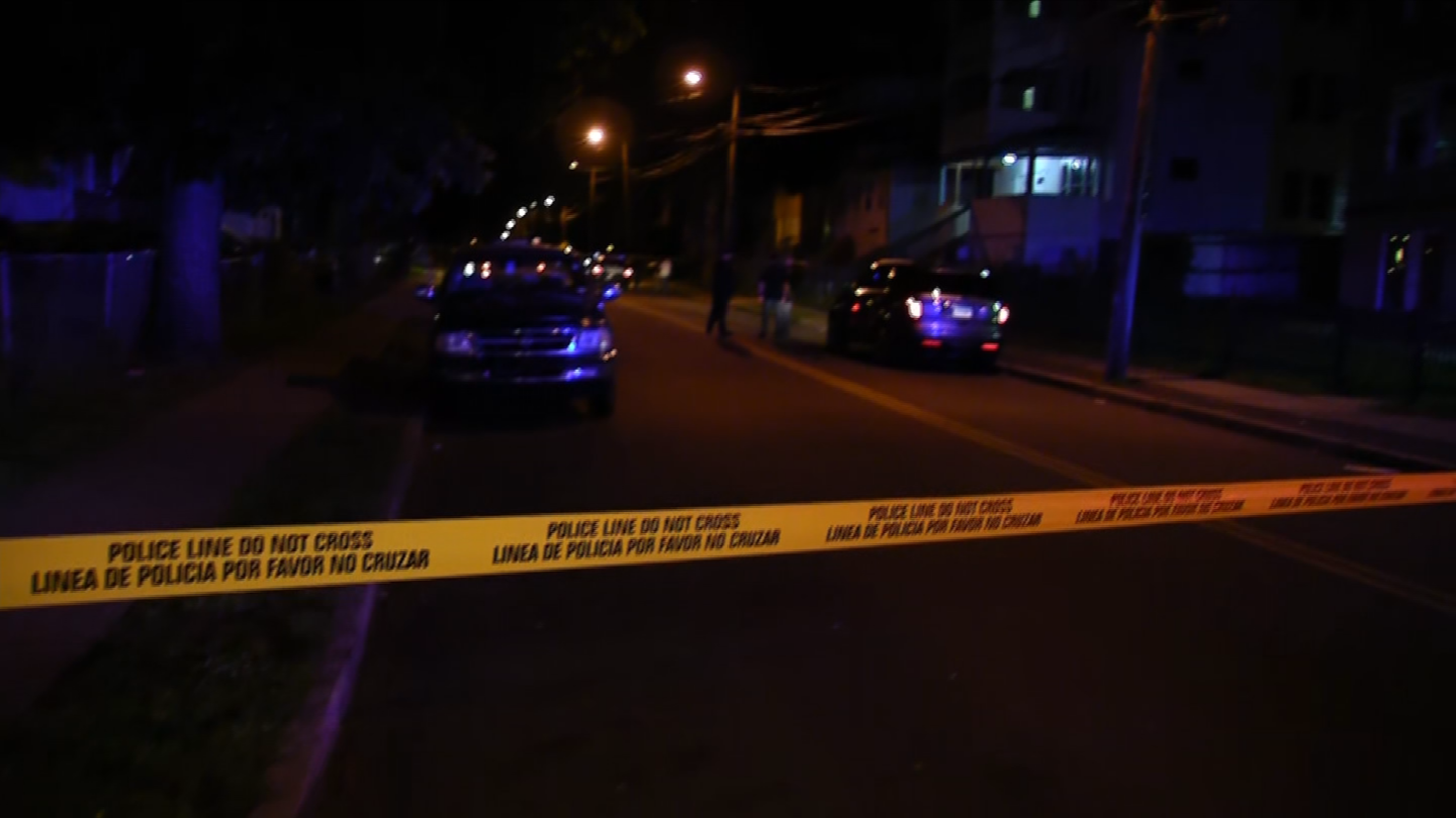 Police are investigating a homicide after a woman was shot in the head in Hartford (WFSB)