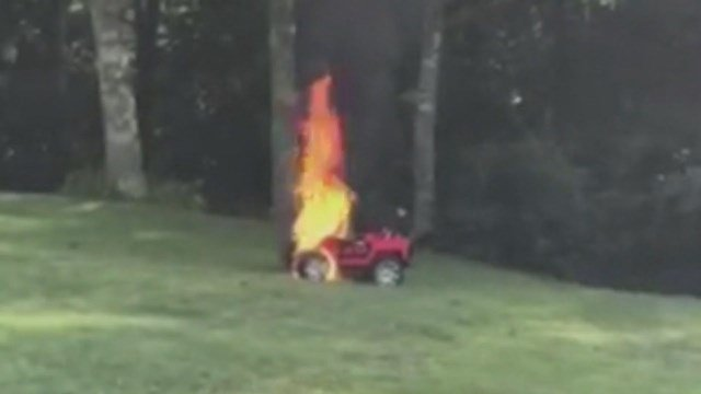 Mom pulled two children out of burning toy car