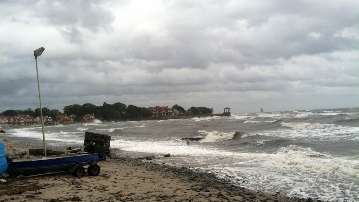  Waves hitting the Milford shoreline sent in by viewer Tony Velucci.