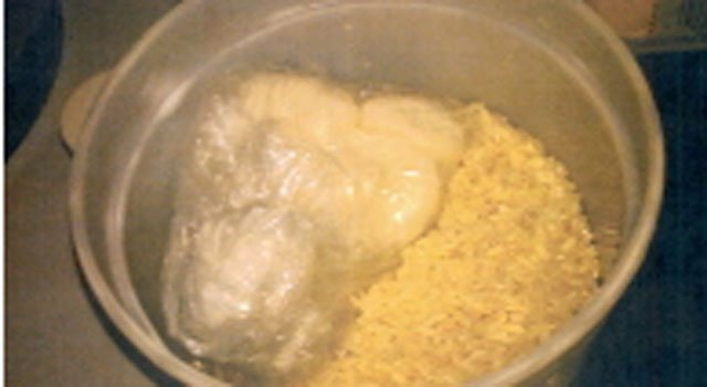 © Cocaine was stored in bowl of rice.