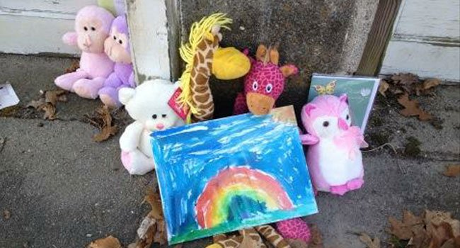 © What was left outside the home of a double fatal fire in Putnam.