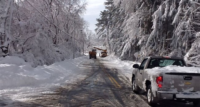  CL&amp;P crews working on Route 1 in Old Lyme.