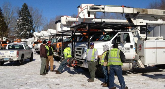© Crews prepare to restore power in southeastern Connecticut. (Photo Credit: CL&P)