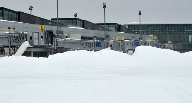 © Crews spent Saturday digging out Bradley International Airport.