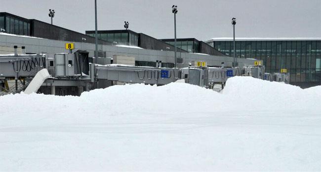 © Crews spent Saturday digging out Bradley International Airport.