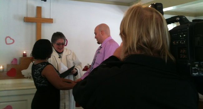 © Carlos and Dianne Hernandez tie the knot at the Meeting House at Olde Mystic Village.