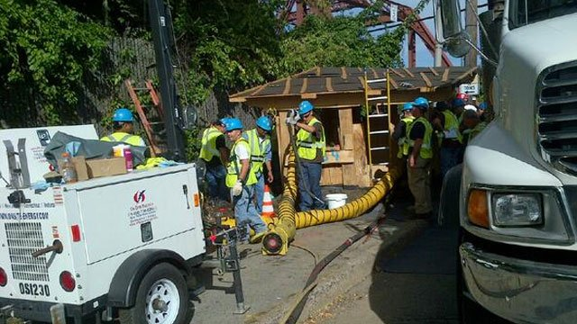 Crews working on the power situation. (Photo Courtesy Con Ed's twitter account )
