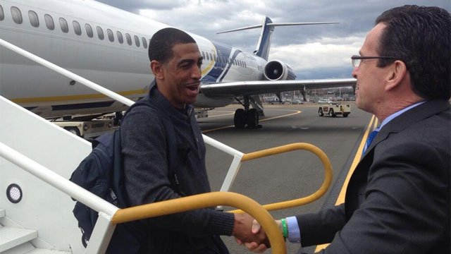 UConn Coach Kevin Ollie was greeted by Gov. Dannel P. Malloy on the tarmac at Bradley Airport on Tuesday afternoon. (Photo Courtesy: governor's Twitter account)