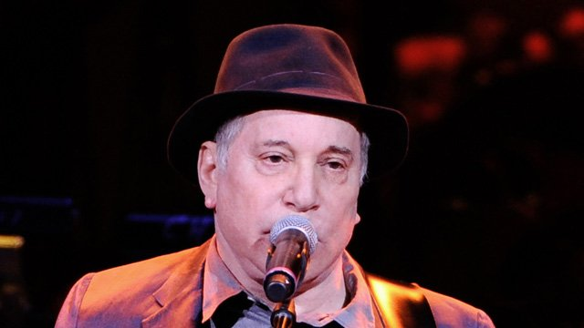 Paul Simon was arrested on domestic violence charges. (AP photo)