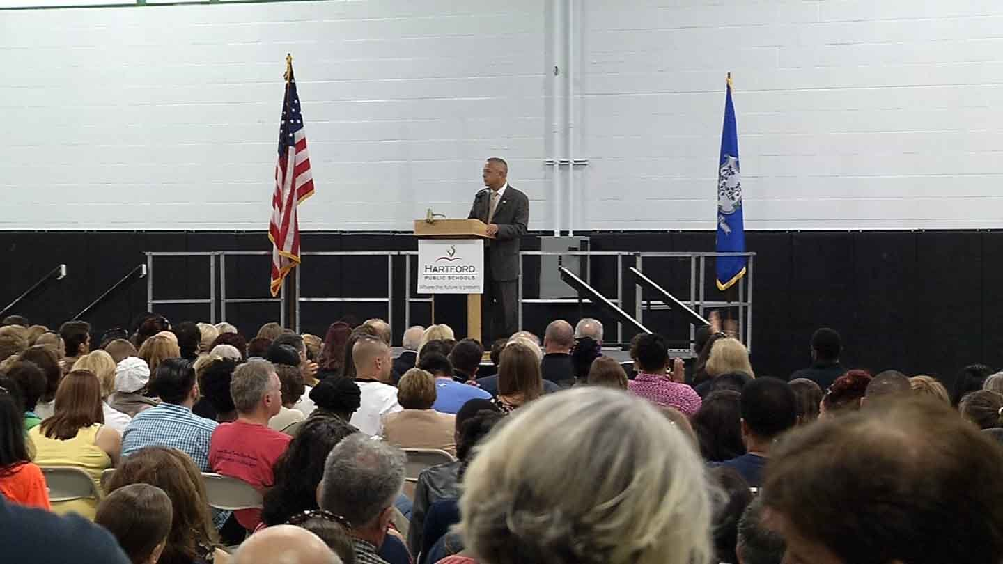 Mayor Pedro Segarra addresses Hartford's teachers. (WFSB photo)