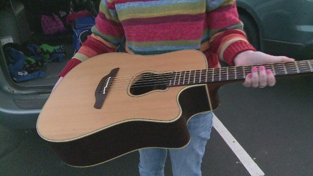 Shaw received this guitar from Brooks after he took her sign.