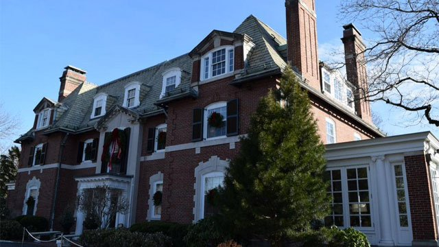 The governor's mansion in Hartford is decorated for holidays. (Malloy's Twitter account)