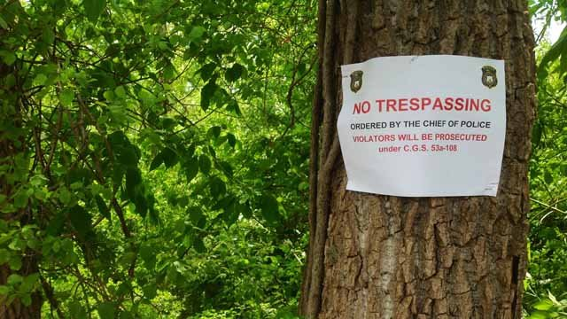 Police posted 'no trespassing' signs behind the plaza on Hartford Road. (WFSB photo)