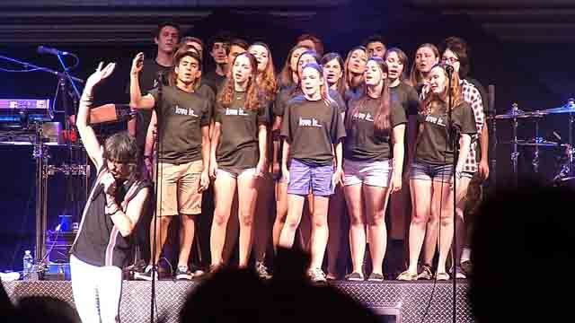 On Wednesday night Foreigner and Kid Rock took to the stage at the Xfinity Theater, and had a little help from a Connecticut high school choir. (WFSB)