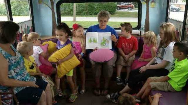School bus getting students excited about reading in Plainfield (WFSB)