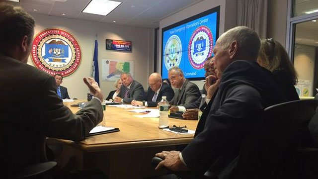 Gov. Dannel Malloytalks with Hartford Mayor Pedro Segarra at the state armory. (@Maribellita)