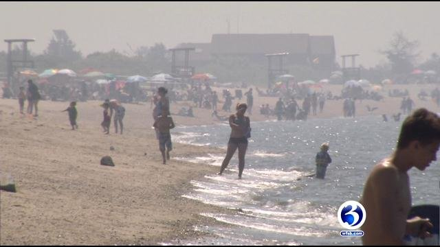 Crowds rush to Hammonasset Beach State Park  (WFSB)