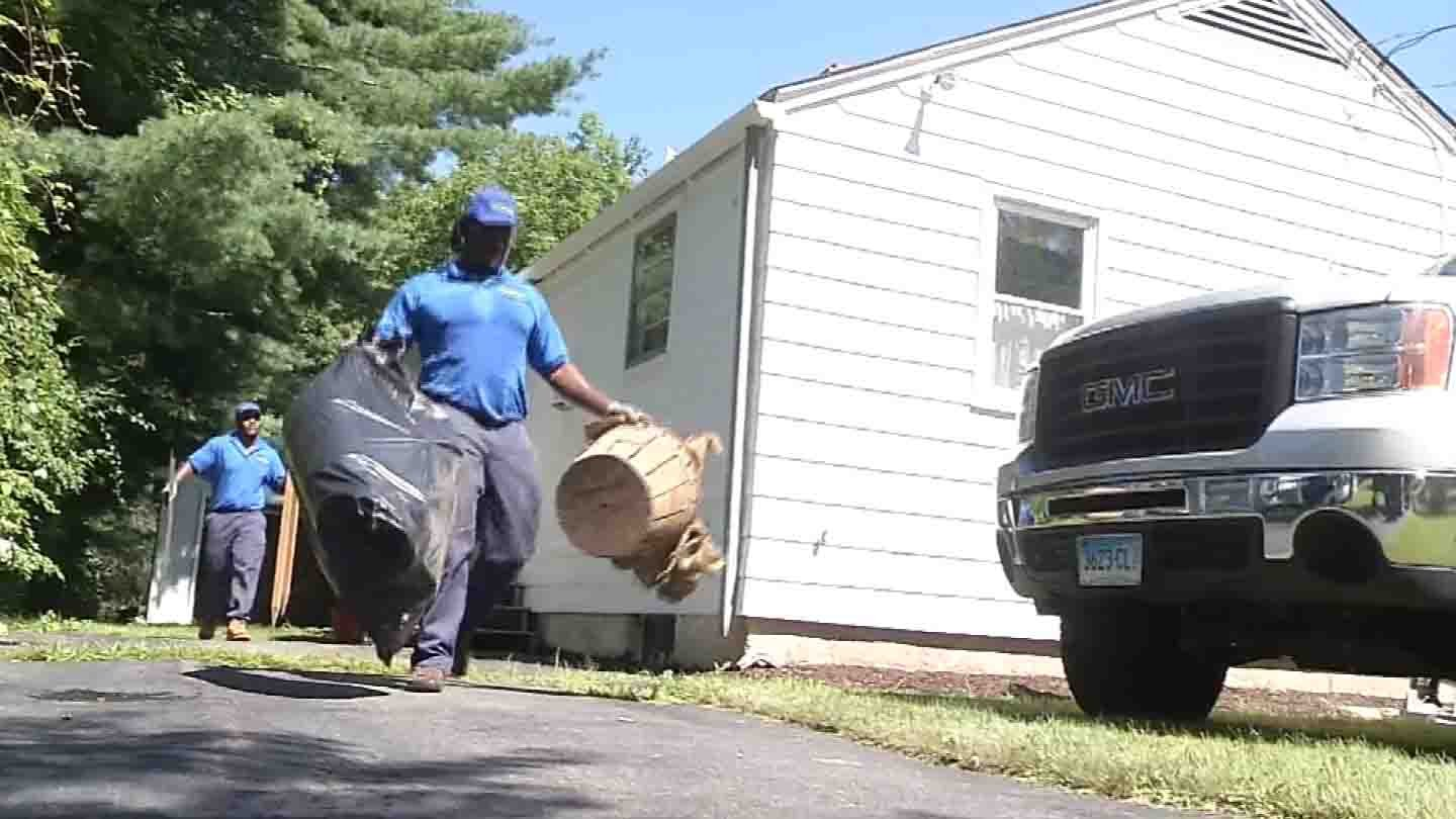 Workers from 1-800-GOT-JUNK brave the heat in Windsor. (WFSB photo)