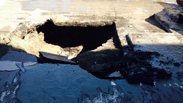 Sinkhole closes Route 12 in Norwich (WFSB)
