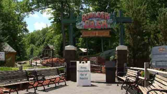 Lightning strikes Lake Compounce rollercoaster (WFSB)