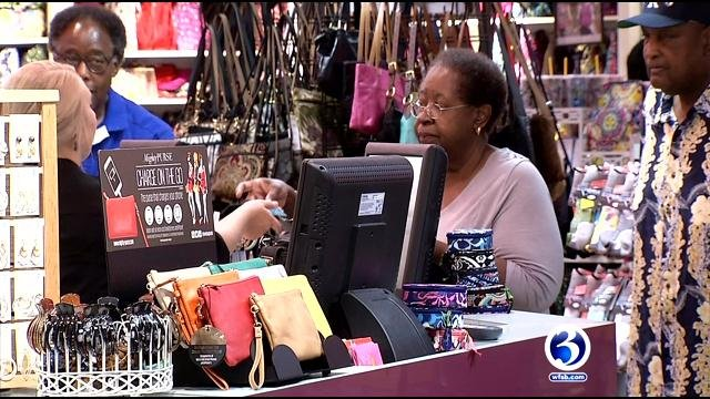 Stores extend hours leading up to holidays (WFSB)