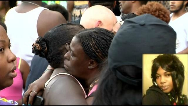 Friends and family members of  23-year-old Tashauna Jackson gathered for a vigil on Monday night. (WFSB)