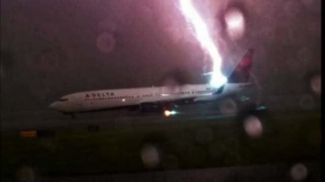 Lightning strikes Delta airplane (CBS News)