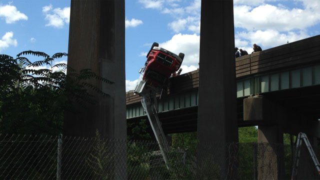 The on ramp is closed on the eastbound of Interstate 84 in West Hartford near exit 43 is closed because of the 1-vehicle crash. (WFSB)