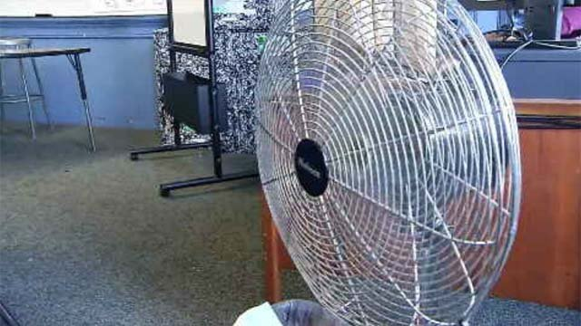 Students trying to keep cool as heat lingers for the beginning of school (WFSB)