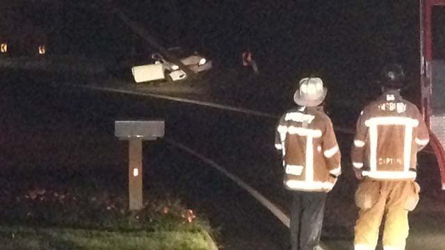Car crashes into utility pole in Simsbury (WFSB)