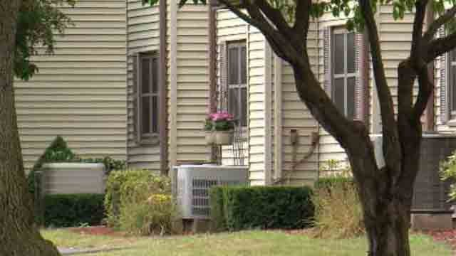 South Windsor woman comes home to find intruder (WFSB)