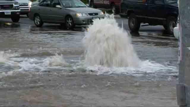 Crews respond to water main break in Hartford (WFSB)